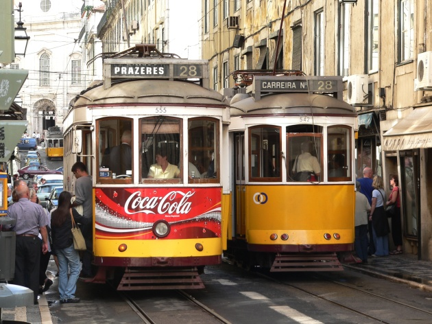 Tram_28,_Lisbon,_20051011